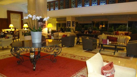 هيلتون إسطنبول: Hotel's Main Lobby