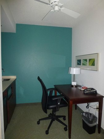 SpringHill Suites Boston Andover: Work station