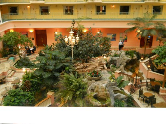 Embassy Suites by Hilton Fort Lauderdale 17th Street: Lobby taken from elevator