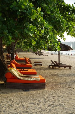 Belmond Jimbaran Puri: Lovely Orange Sun Loungers