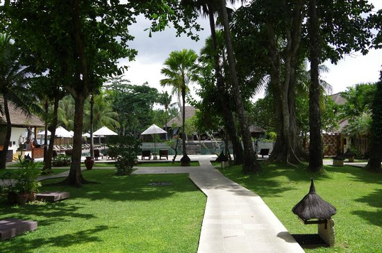 Belmond Jimbaran Puri: Hotel Grounds leading to Pool
