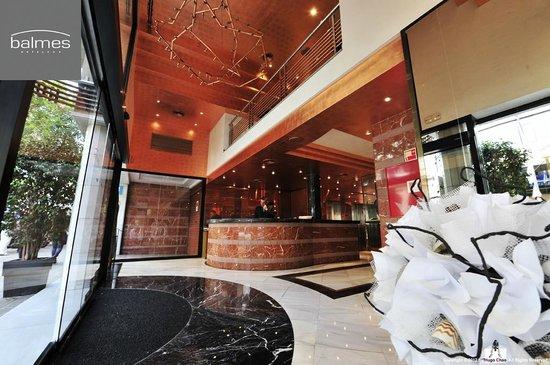 巴莫斯酒店: ㄧ個令人無法拒絕的大廳是有吸引力的。