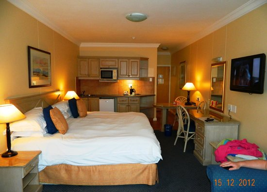 Protea Hotel by Marriott Durban Umhlanga: King bed room