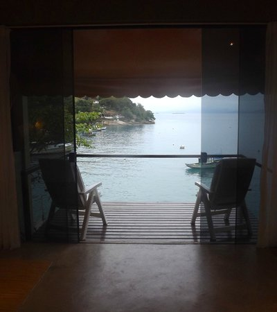 Vila Pedra Mar: Balcony in the honeymoon suite. Great spot to read a book.