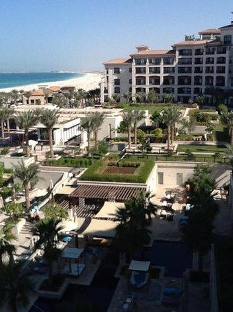 The St. Regis Saadiyat Island Resort: courtyard