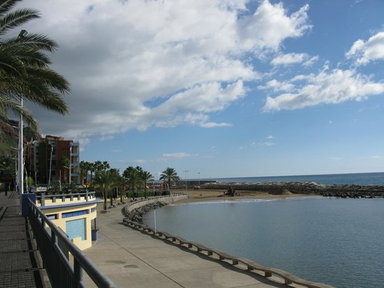 Savoy Calheta Beach: View of Calheta beach & Calheta Beach Hotel