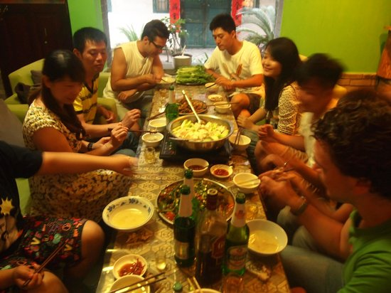 Yangshuo Travellers Land Youth Hostel : beer fish party