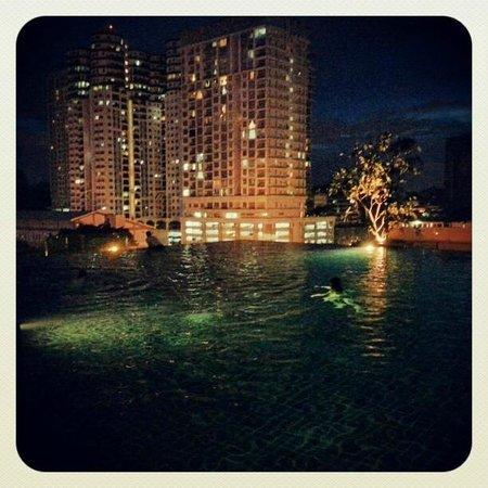 Ramada Plaza Dua Sentral Kuala Lumpur: Infinity pool.