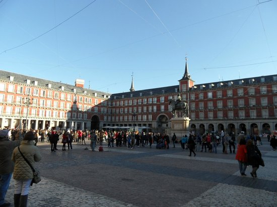 Plaza mayor madrid 2018 all you need to know before for Ibis paseo del prado