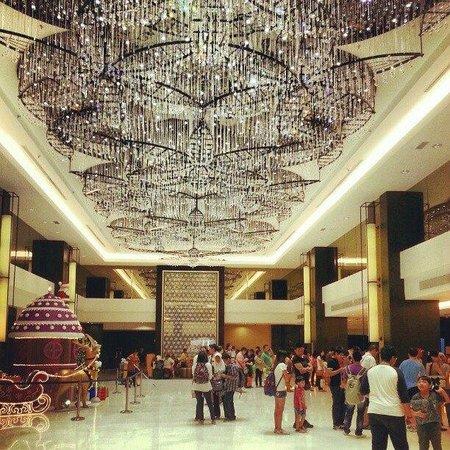 Hatten Hotel Melaka : The crowded lobby