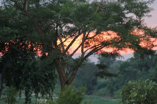 Khandizwe River Lodge: Sonnenuntergang in der Lodge