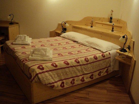 Camera Cima: con letto ad angolo - Foto di Agritur Pisani, Brez ...