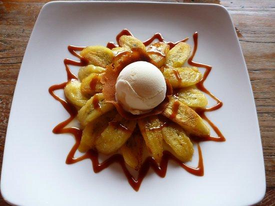 Bibianu Cafe: Caramalized banana with vanilla ice cream and caramel sauce