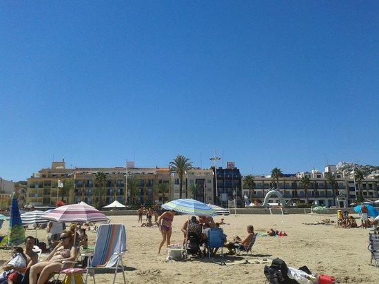 Hotel La Cabana: Playa a un paso del hotel