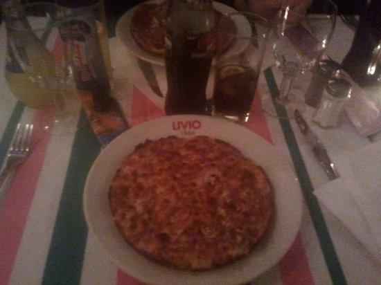 Livio : La mini quiche lorraine qu'ils appellent pizza