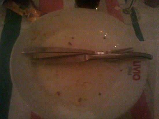 Neuilly-sur-Seine, Frankrike: Pour donner une idée de la taille de la pizza... Comparez les 2 photos.