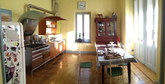 Repepo's Bed and Breakfast: Kitchen and dining room