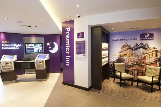 Premier Inn Leamington Spa Town Centre Hotel: Reception area