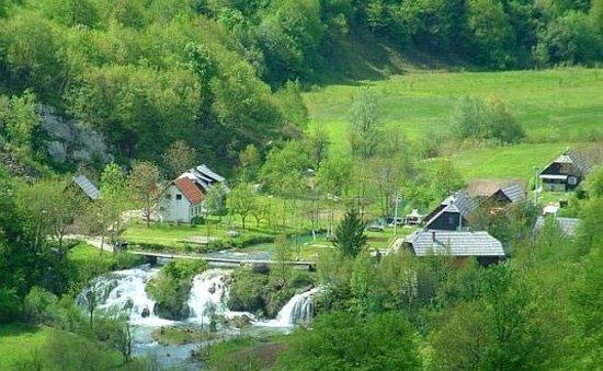 Huck Finn Adventure Travel - Day Trips: Korana Village - Plitvice Lakes National Park