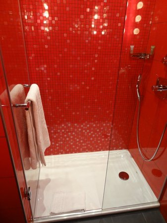 Hotel Atmospheres: The red bathroom with the huge shower