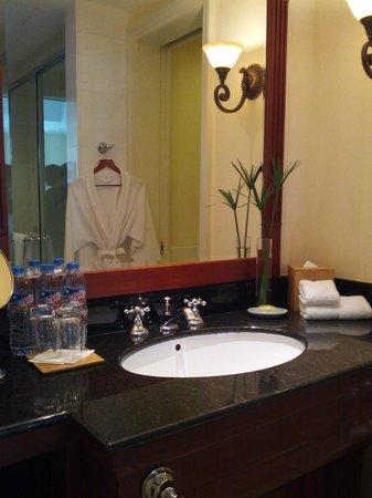 Park Hyatt Saigon: bathroom