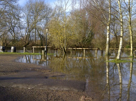 The Coventry Arms: River Stour in the car park