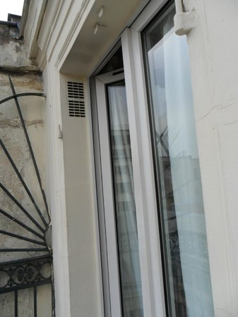Hotel Marignan: Window from outside