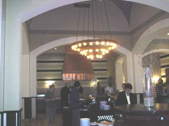 Jaz Solaya: main buffet area