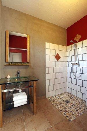 Hotel Le Belvedere : salle d'eau douche