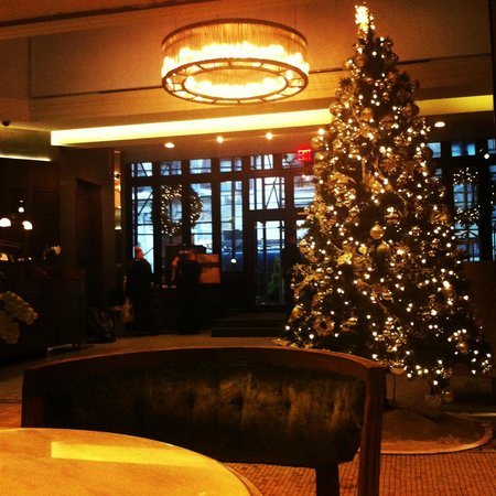 Hotel Belleclaire: Again, the lobby at Christmas, stunning!