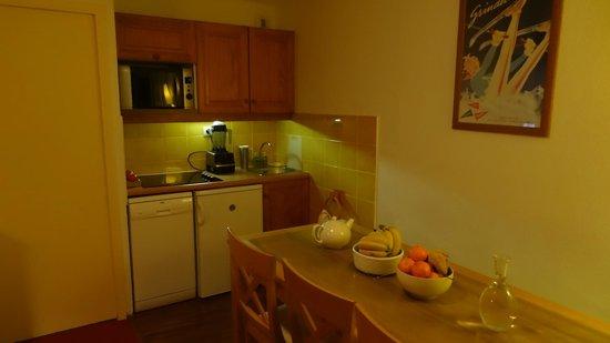 Pierre & Vacances Residence Le Pedrou: Le coin cuisine bien équipé