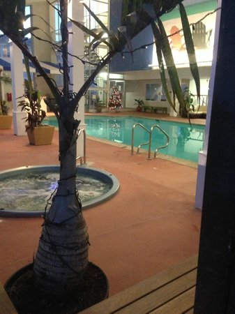Sea Crest Beach Hotel : Indoor pool area