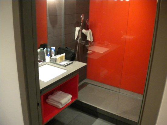 Pullman London St Pancras Hotel: Salle de bains très propre, grande et très classe