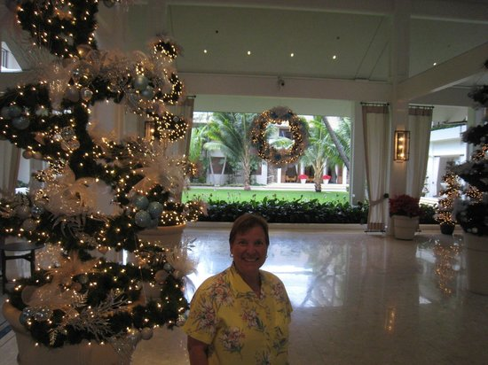 Halekulani - Lobby Entrance - Picture
