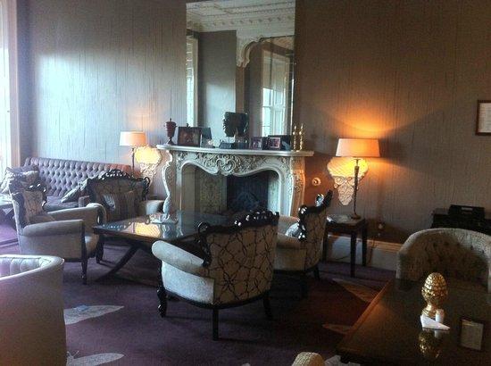 21212 : Hotel Lounge