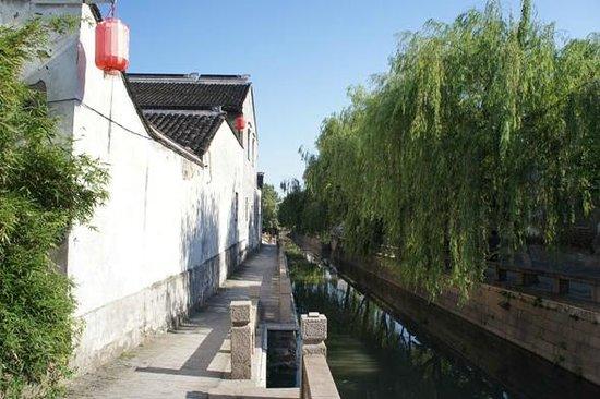 Pingjiang Lodge: ホテル外観。やはり楊柳はいい。