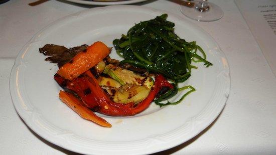 Dimitris & Grigoris : My Amazing Salad low in Calorie and Nutrient!