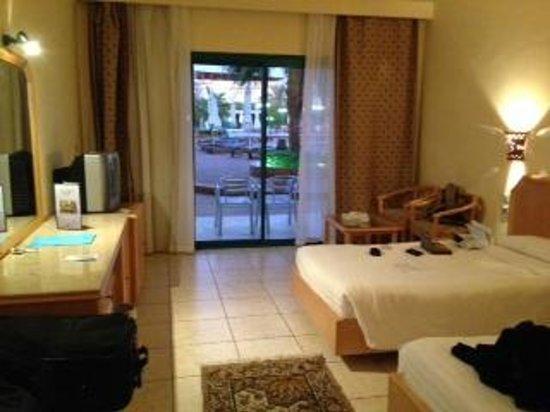 Sharm Cliff Resort: Pool Room