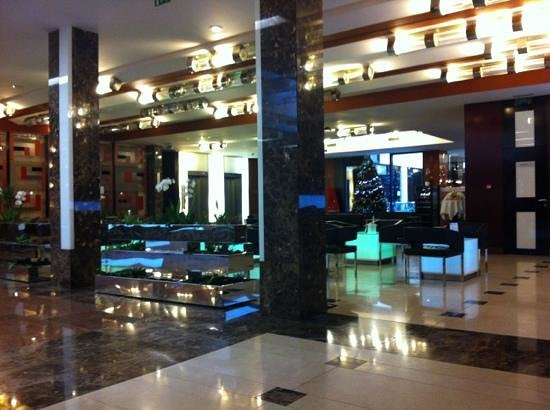 Hotel Grand Majestic Plaza Prague: hotel lobby and bar