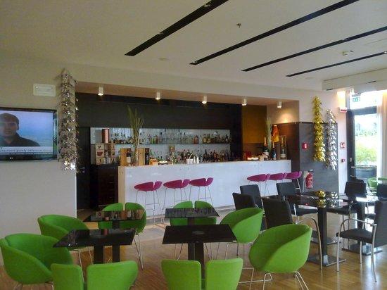 ฮิลตัน การ์เด้น อินน์ เวนิซ เมสเทรอ: Cafe-bar