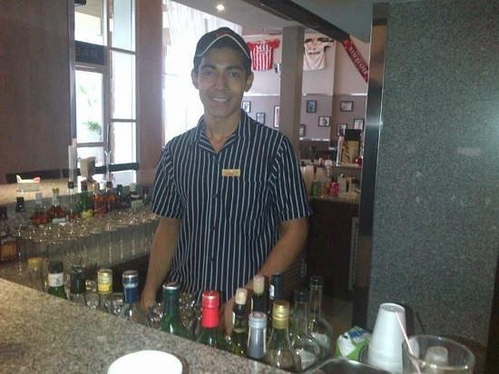 Hotel Riu Palace Peninsula : muy buen servicio..!! servcio de lujo en el bar sport con david!
