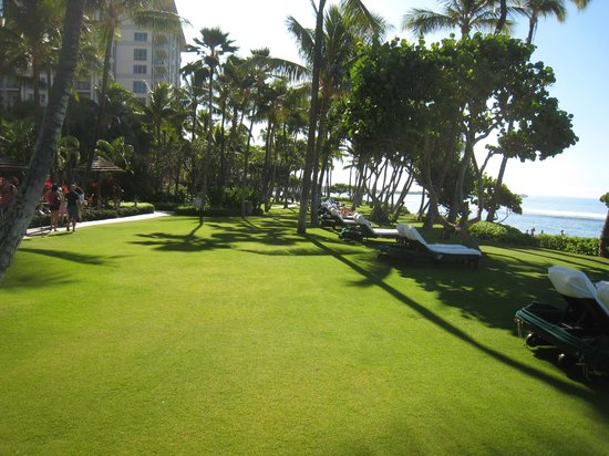Ka'anapali Beach: Paved Walkway Along Beachfront