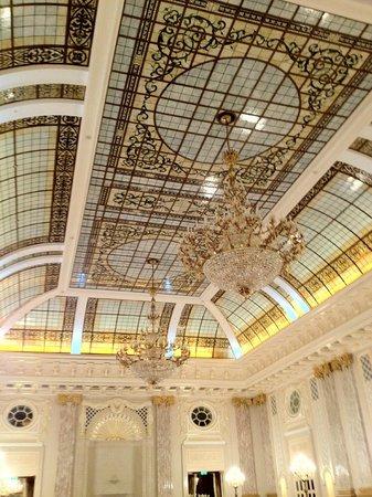 Fairmont Grand Hotel Kyiv : atrium