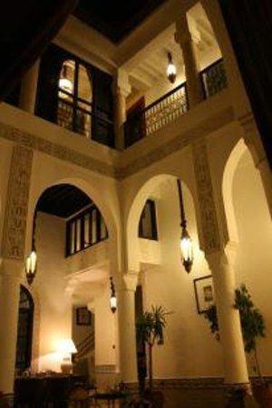 Riad Dar Saad: Salle à Manger de Nuit 1