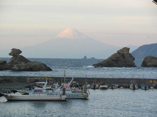 Matsuzaki-cho, Japonia: 海岸では何人か三脚を立てて撮影していました。