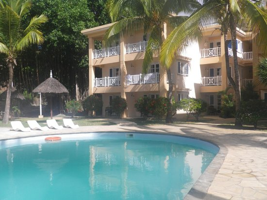 Hotel Les Cocotiers: Nice view from the rooms to the swimming pool and beach...