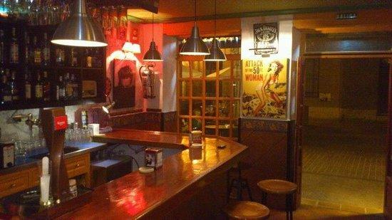 El Reloj Cafe Bar : de cine y música