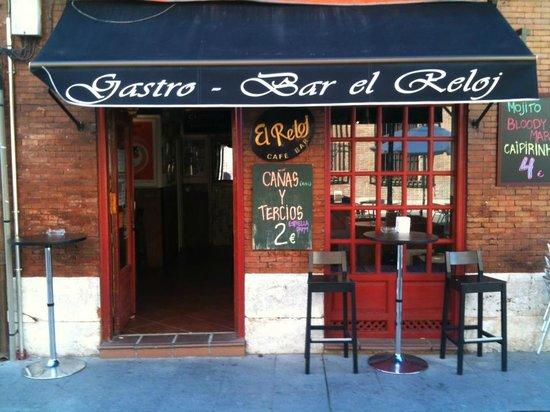 El Reloj Cafe Bar : Nuestra cara