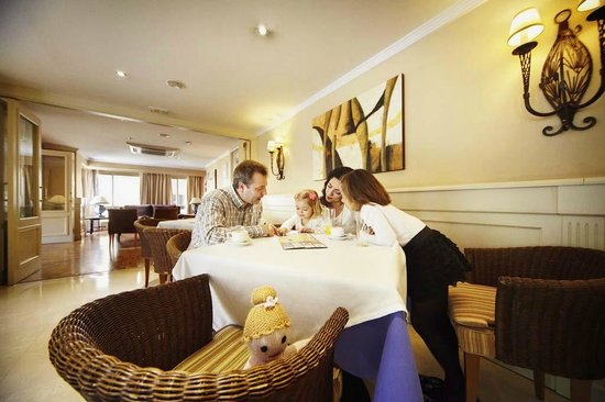 Hotel San Cristobal: Bar Salón