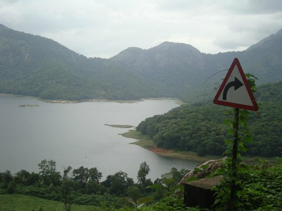 Nelliyampathy, Indien: Pothundi Reservoir during Monsoon